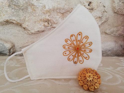 Mascherina Artigianale gioiello chiara Ricamata a Mano in cottone anallergico