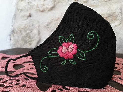 Mascherina Artigianale Rosa Ricamata a Mano in cottone anallergico