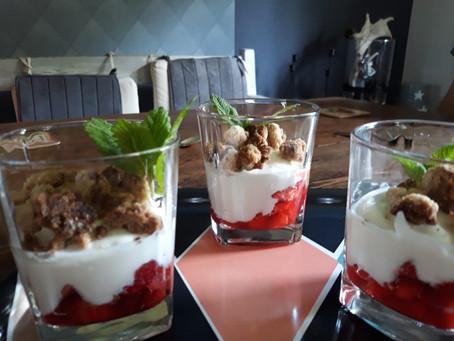 Erdbeer- Quark- Speise mit Streuseltopping