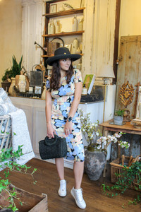 Model in maxi dress with sneakers and straw hat with sun hat