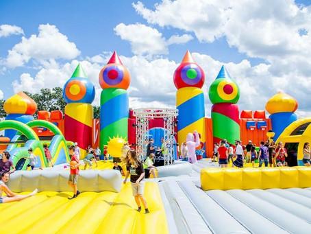 Крупнейший в мире надувной парк возвращается в Нью-Йорк