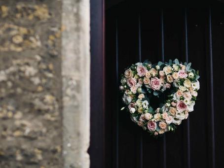 Peachy summer wedding flowers