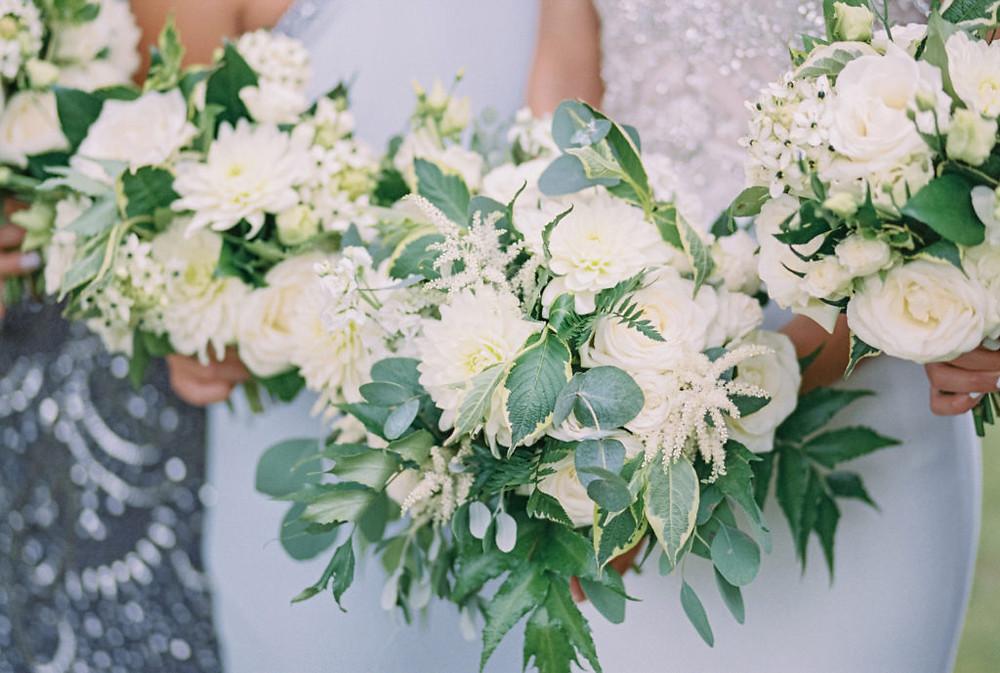 Ivory bridesmaids bouquets