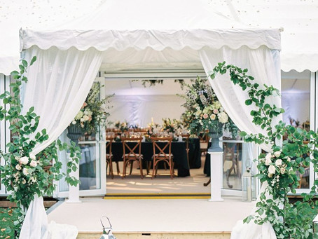 Popular ways to dress your Marquee with Wedding Flowers