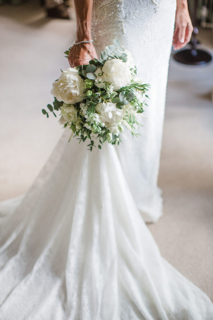 Stylish ivory summer wedding bouquet