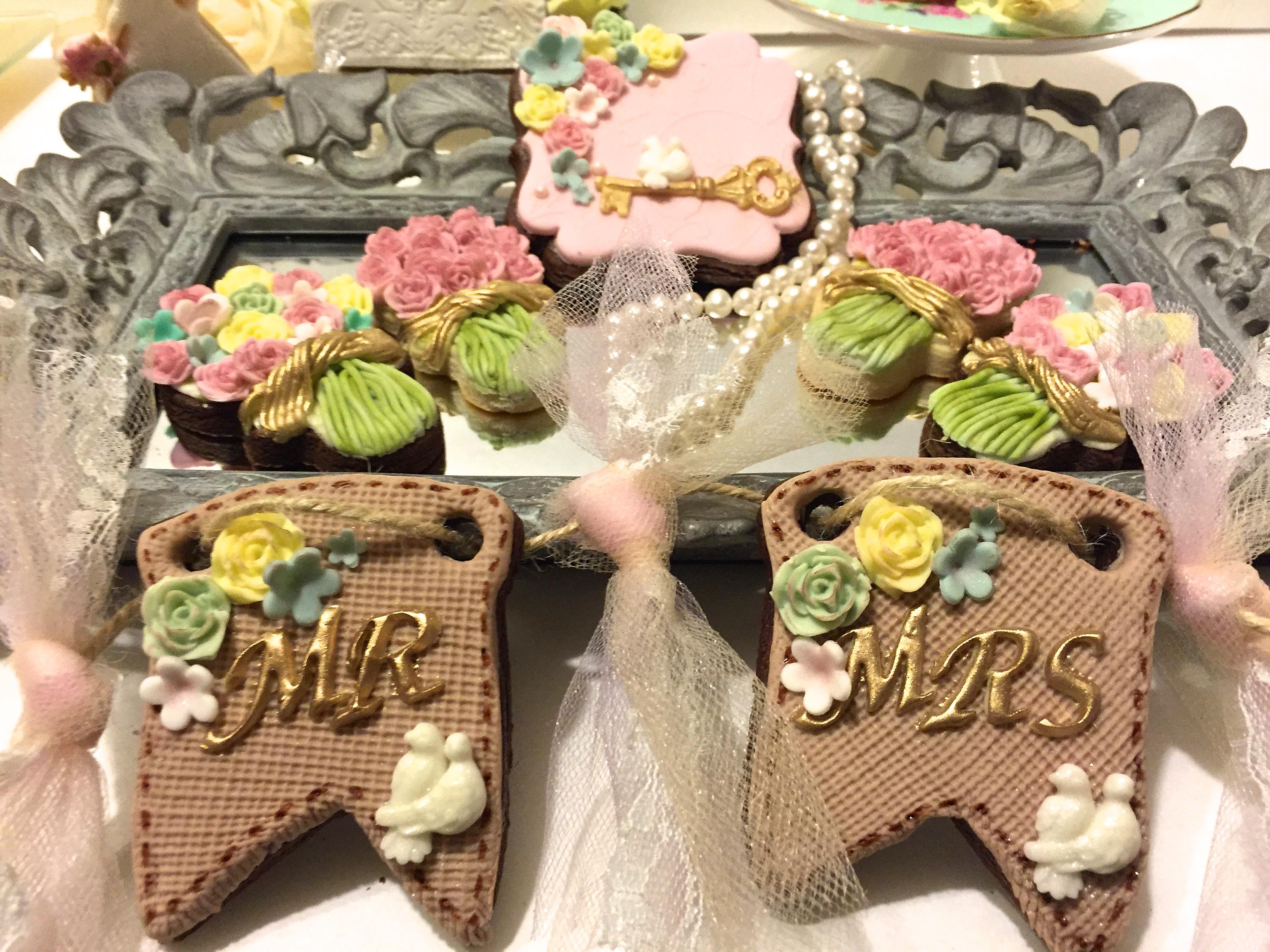 Mr & Mrs. burlap pennant cookies