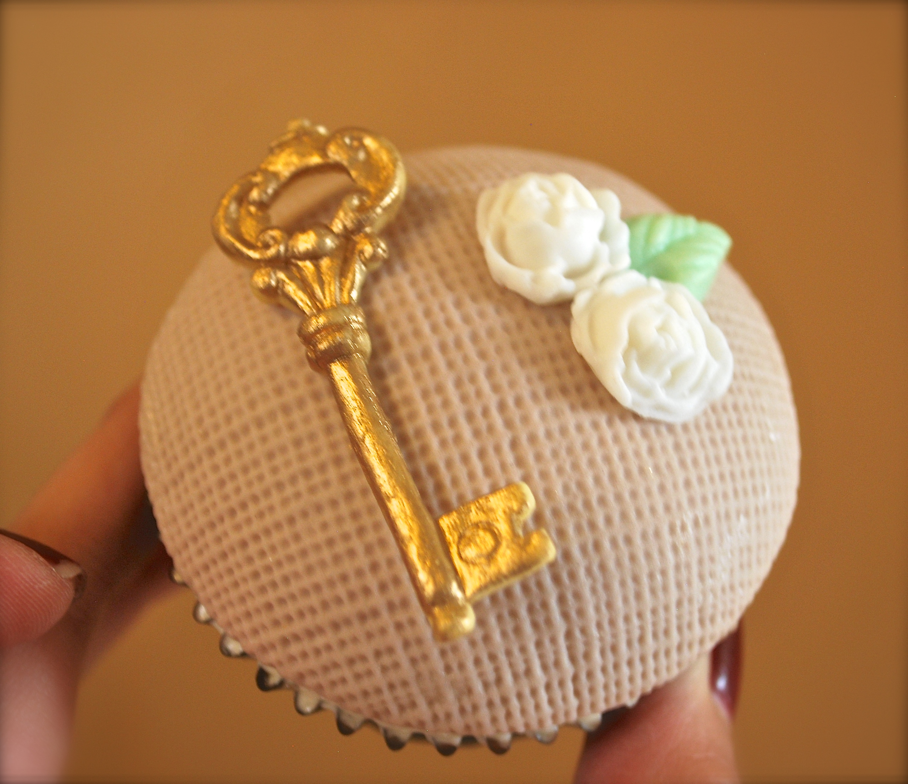 Burlap & golden key
