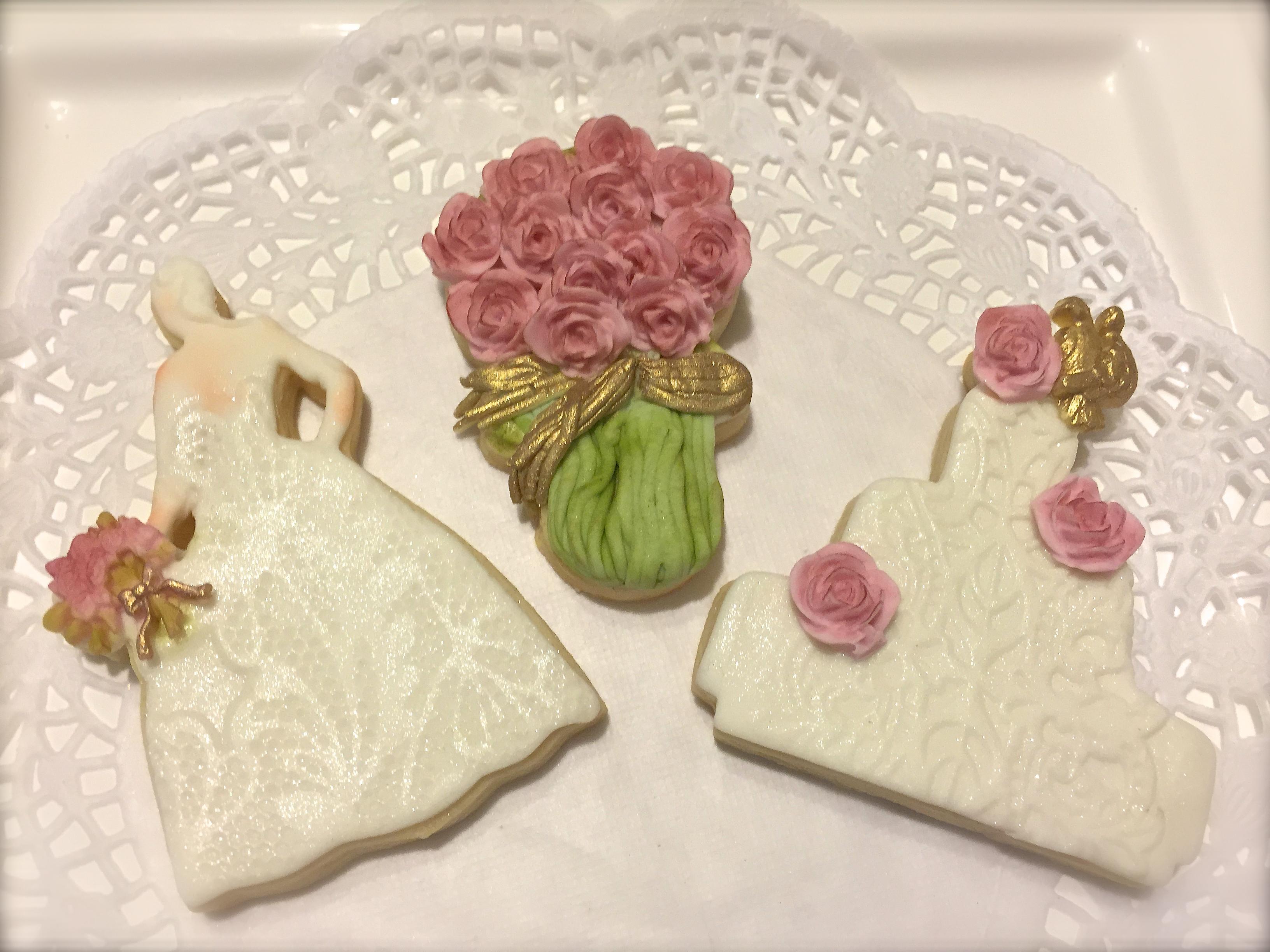 Bride, wedding bouquet & cake set