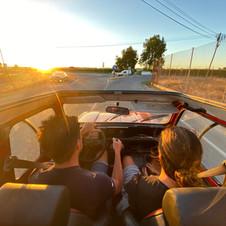 Renault 4L coucher de soleil