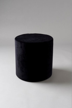 black small round pouf (low res)