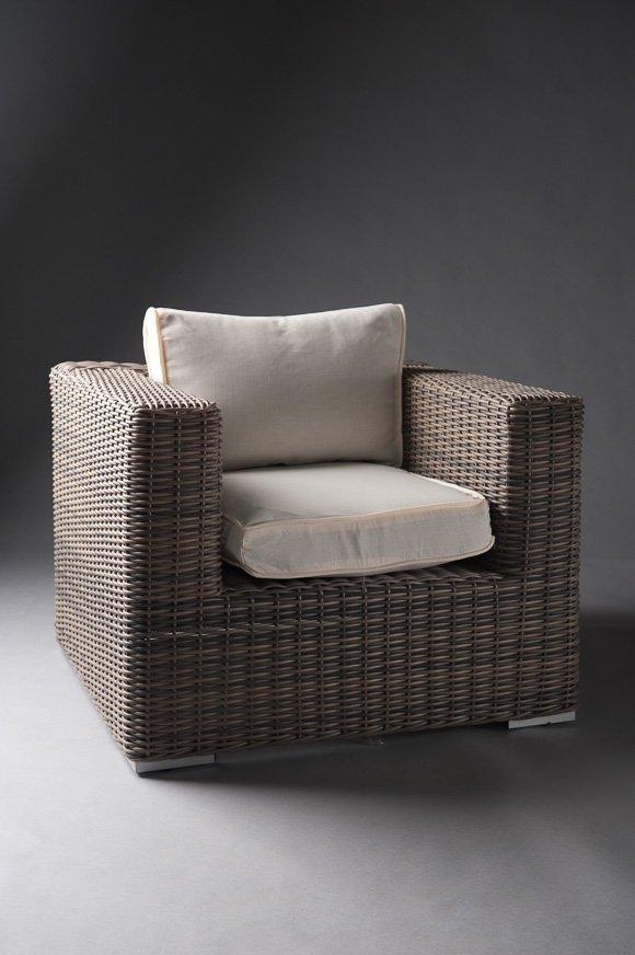 Outdoor-furniture-dark-base-rattan-white