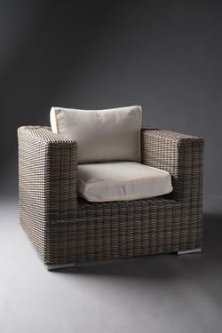 Outdoor-furniture-dark-base-rattan-white