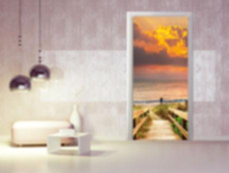 porte decorate con adesivo
