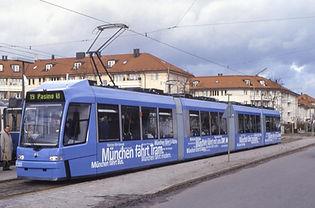 """Präsentation der vierteiligen R3-Wagen am 13.12.1999 (im Volksmund auch """"lila Kuh"""" genannt) münchen trambahn milka"""