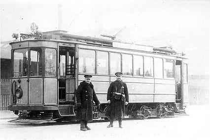Tw 473 mit Personal an der Äusseren Dachauer Straße 1920 münchen tram