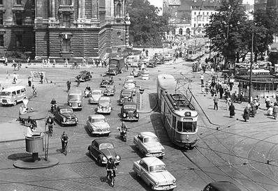 """Der M3/m3-Zug 794/1629 der Linie 15 nach Großhesselohe überquert den """"verkehrsreichsten Platz Deutschlands"""". münchen tram trambahn"""