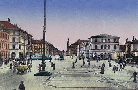 Odeonsplatz Ludwigstrasse.jpg