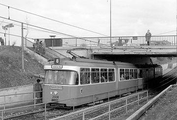 Ein Kurzgelenkzug der Baureihe P auf der nach den Standards einer Stadtbahn trassierten Strecke zum Hasenbergl, 1967. Foto: Peter Wagner münchen tram