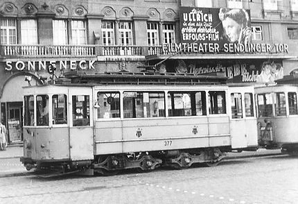 Triebwagen 377 B 1.3 mit Maximum Drehgestell am Sendlinger-Tor-Platz München trambahn tram FMTM 1953