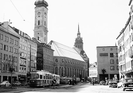 M4-Tw 893 + m4-Bw 1707 im Tal auswärts linie 21 tram trambahn münchen