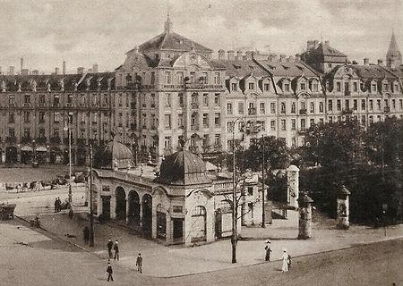 1910_stachus_stationshäusel.jpg