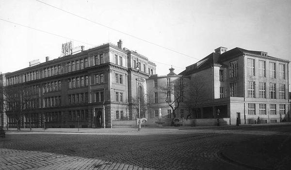 1920 Ohlmüllerstrasse Volksschule DE-1992-FS-HB-V-a-0897_GF.jpg