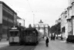 A-Tw kreuzt Zug der Linie 6 in der Ludwigstraße einwärts 1927 München Tram