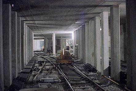 Der Blick von den Abstellgleisen des Sendlingertors in Richtung Süden zu den Bahnsteige kurz vor der Fertigstellung.