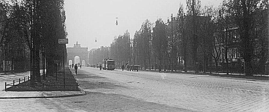 1910 Leopoldstrasse Stadtarchiv low.jpg