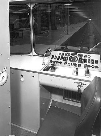 U-Bahn Fahrerstand.jpg