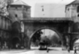 C-Tw fährt durch das Sendlinger Tor einwärts 1916 münchen tram