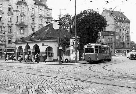 J2-Tw 737 + i4-Bw an der Haltestelle Max-Weber-Platz einwärts 1965 tram münchen