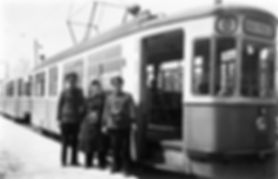 M2-Tw 773 mit Personal an der Endhaltestelle Kölner Platz 1954 tram münchen