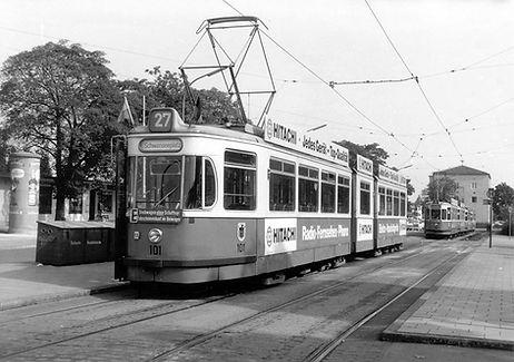 P1-Tw 101 an der Endhaltestelle Moosach Bahnhof 1972 münchen tram