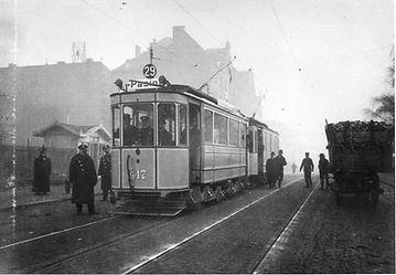 Die erste Fernlinie der Münchner Trambahn: Triebwagen 417 der Baureihe B bei der Inbetriebnahme der Linie 29 in die Nachbarstadt Pasing, 1908. Archiv MVG münchen tram