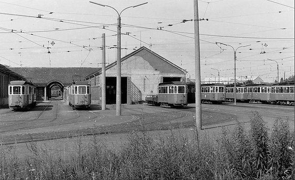 20. April 1968  f-Beiwagen 1358, 1399 und 1356 sowie der g-Beiwagen 1451 Freifläche soxhletsrasse München Trambahn tram
