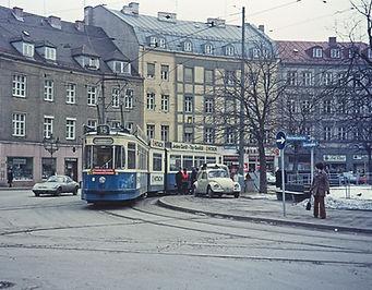 Der Tatzelwurm Triebwagen 102 am Gärtnerplatz tram münchen