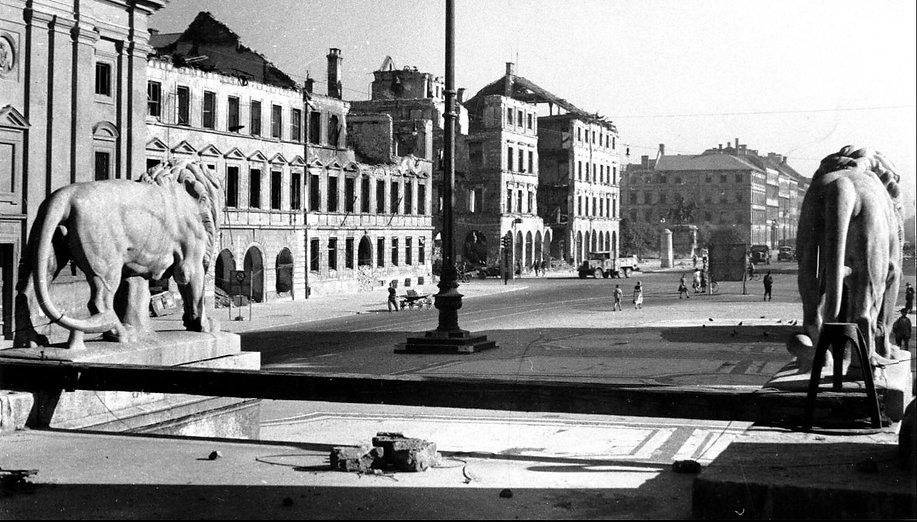 1945 Odeonsplatz.jpg