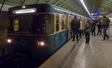 U4 am Odeonsplatz unterwegs zum Arabellapark 7.2.2018 tram münchen u-bahn