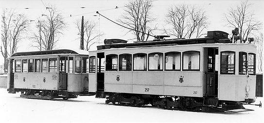 A2-Tw 257 + c3-Bw 1122 im Betriebshof (3) 2.3.1950 tram München