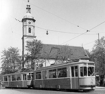 M2-Tw 770 + m2-Bw an der Sendlinger Kirche auswärts 22.4.1953 tram München