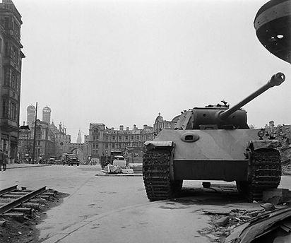 1945 Panzer Stachus.jpg