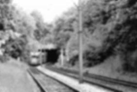 M4-Tw 2475 + m4-Bw 3476 kurz nach der Machtlfinger Unterführung auswärts 1.6.1991 München tram