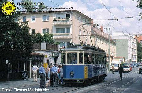 D-Triebwagen 490 an der zusätzlichen Haltestelle in der Agnes-Bernauer-Straße tram münchen fmtm