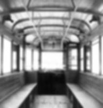 Der spartanisch ausgestattete Innenraum eines K-Triebwagens im Jahr 1945. Aufnahme: Archiv FMTM e.V. tram München Kriegswagen