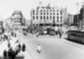 Zug mit E-Tw + 2 e-Bw am Stachus Richtung Marienplatz 1947 tram münchen königshof