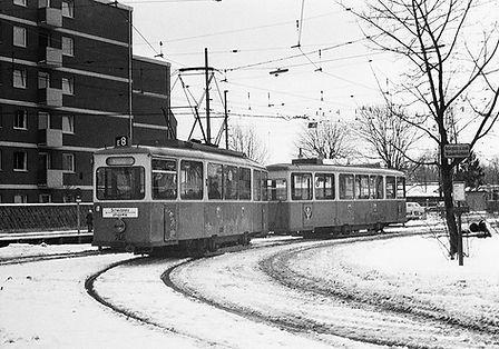 J2-Tw 746 + i2-Bw 1556 in der Wendeschleife Scheidplatz 6.3.1970 tram münchen