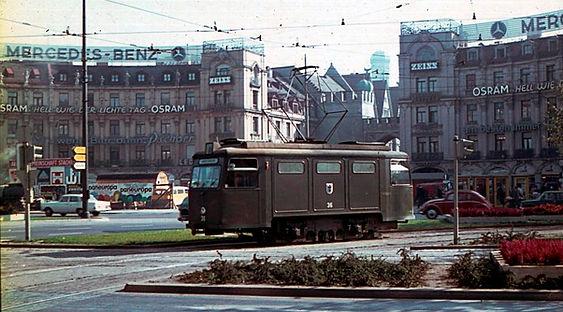 Schienenschleif und Reinigungswagen  Typ: SSR 1.59 Betriebsnummer: 36  am Stachus münchen tram
