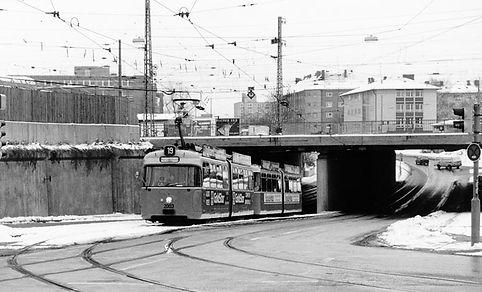 P3-Tw 2003 + p3-Bw 3003 kurz nach der Haidenau-Unterführung einwärts 14.12.1990 tram München