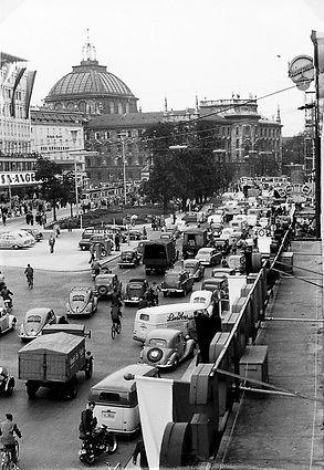 März 1954 Sonnenstrasse Karlsplatz Stachus Stau